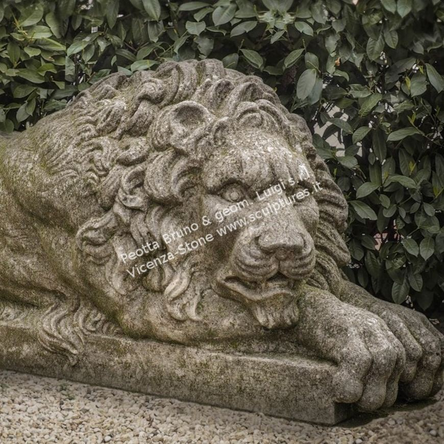 R030 Pair of Stone Canova Lions