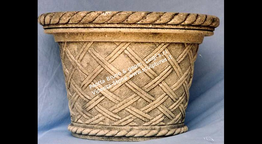 208 Vase with straw style