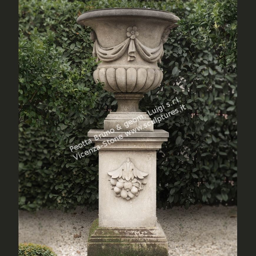R027 Classical Urns with draps