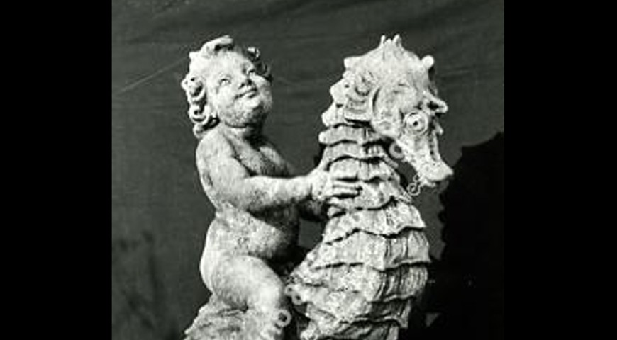 058 Putto on Seahorse