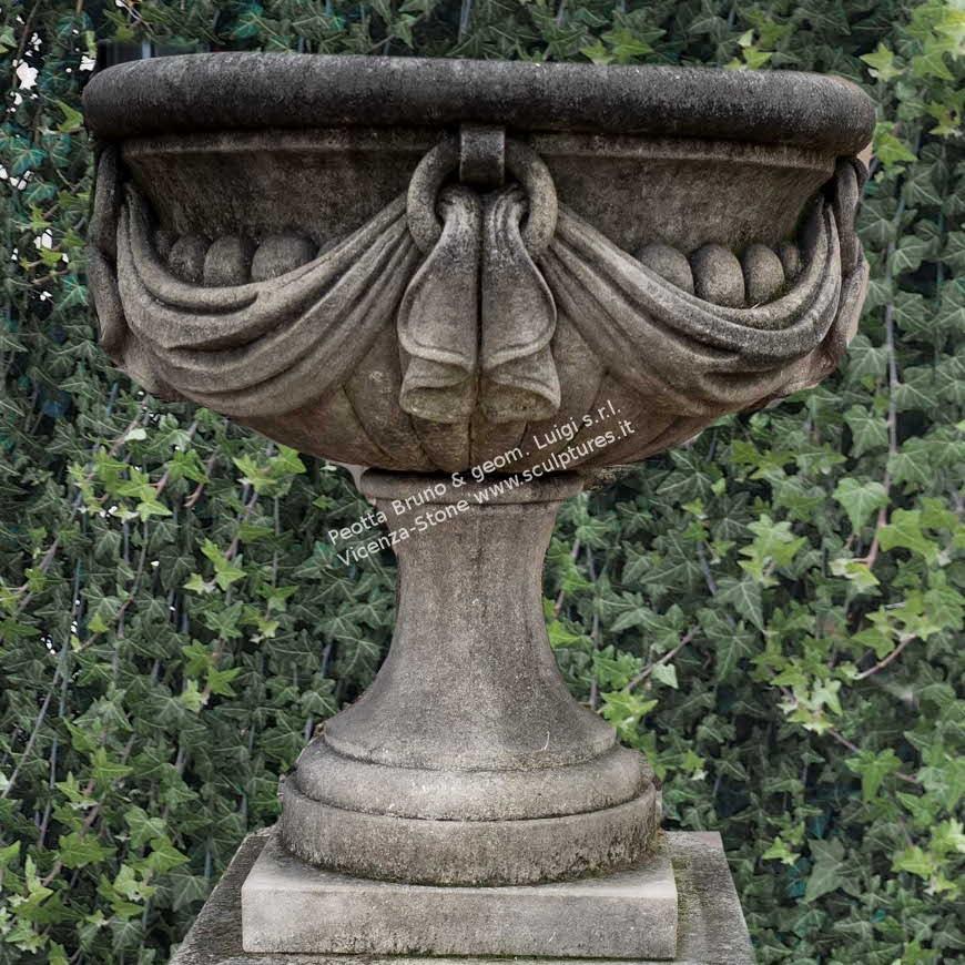 R056 Vase