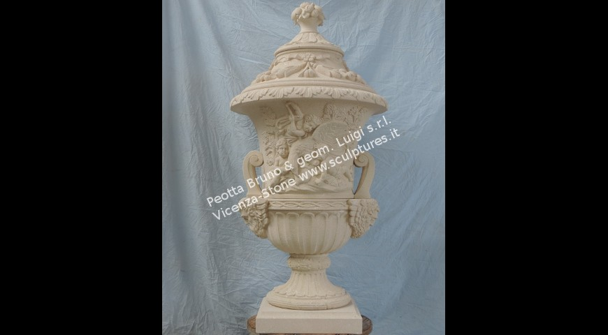 206 Finial with cherubs