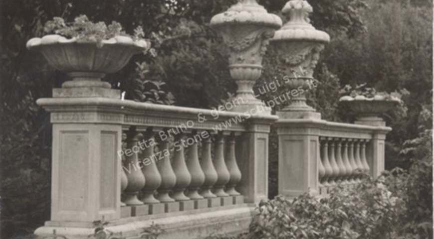T434 Balustrade with Finials