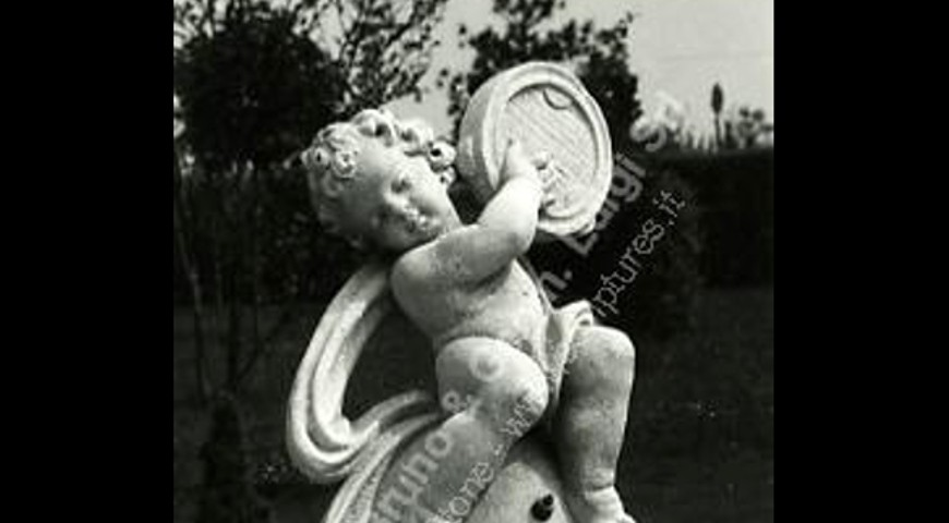 057 Putto on Ball
