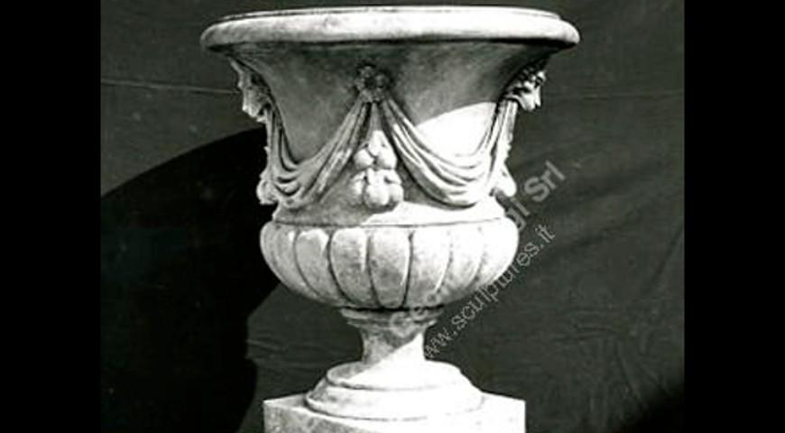 100 Draps & Lions Vase