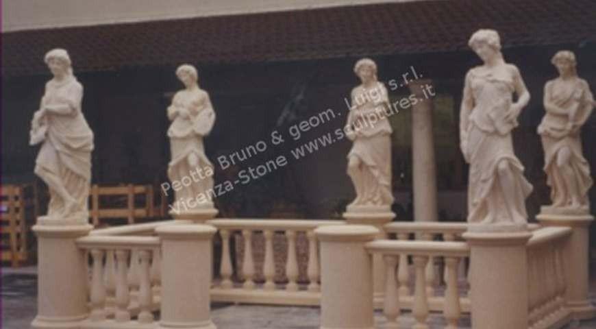 433 Balustrade + Statues
