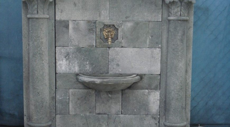 390 - Wall Fountain with allegorical Mask