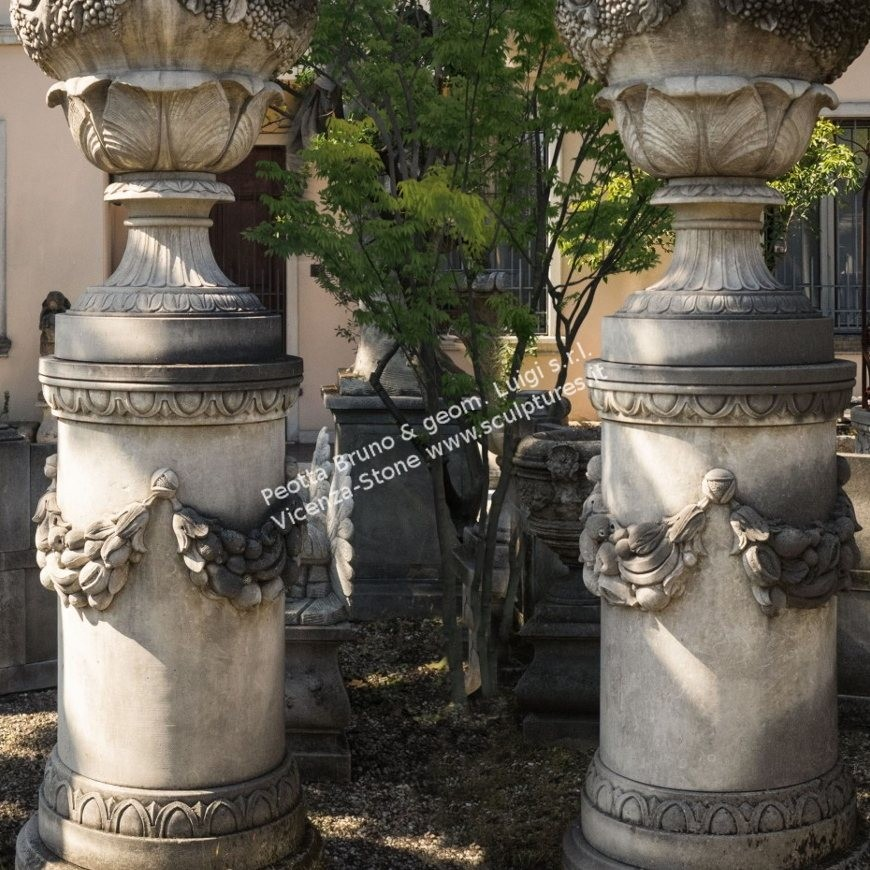 R059 Large Finials
