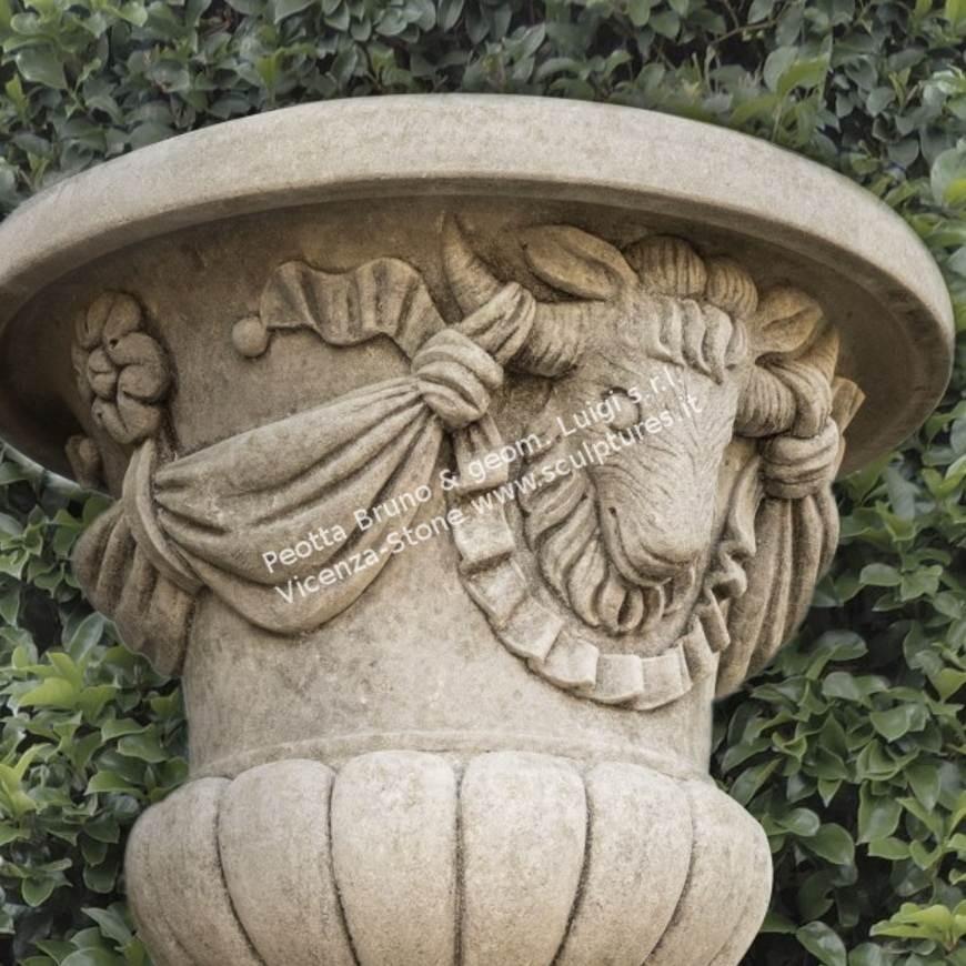 R041 Rams vase