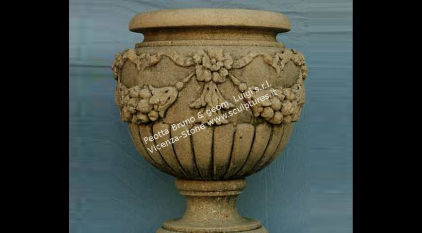 214 Vase with fruits and draps