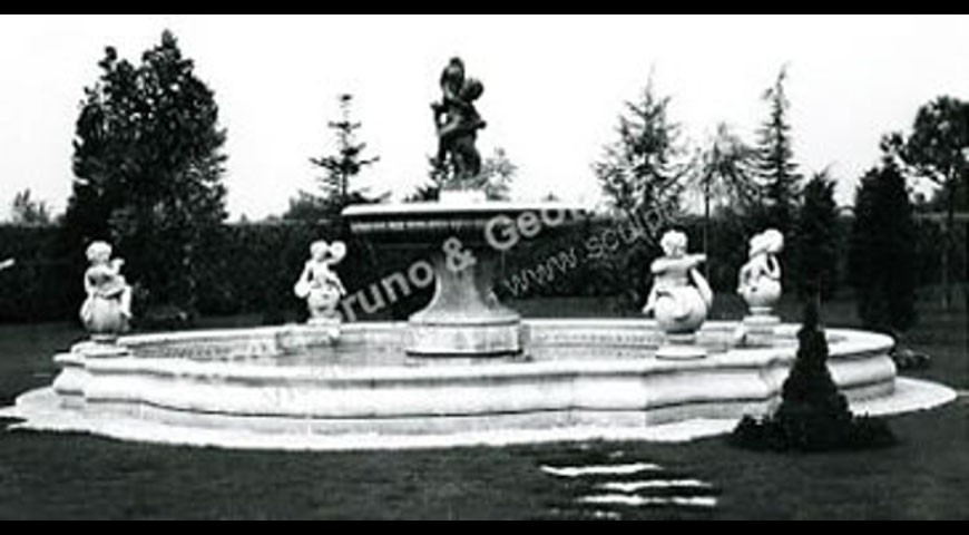 033 - Large Cherub Fountain with Cloverleaf Coping