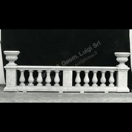 087 Balustrade with Vases