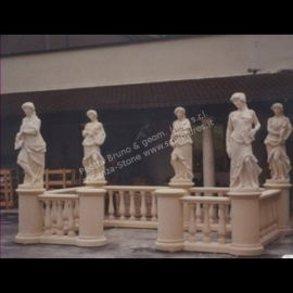 433 Balustrade + Statues