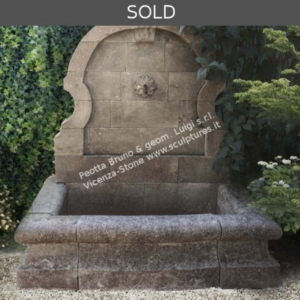 R050 Wall Fountain